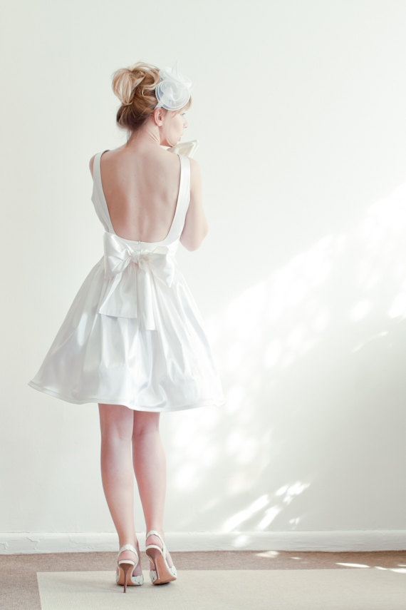 """Bí kíp giúp cô dâu """"tỏa sáng"""" cùng váy cưới ngắn 3"""