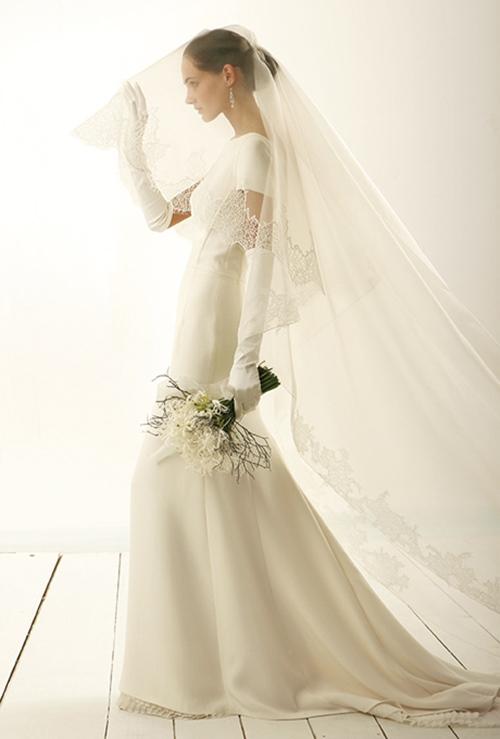 Váy cưới đơn giản vẫn đẹp lộng lẫy - 15
