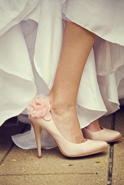 """Bí kíp giúp cô dâu """"tỏa sáng"""" cùng váy cưới ngắn 12"""