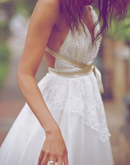 """Bí kíp giúp cô dâu """"tỏa sáng"""" cùng váy cưới ngắn 5"""