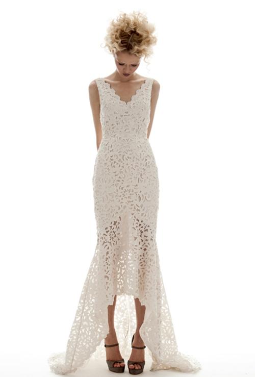 Váy cưới đơn giản vẫn đẹp lộng lẫy - 17