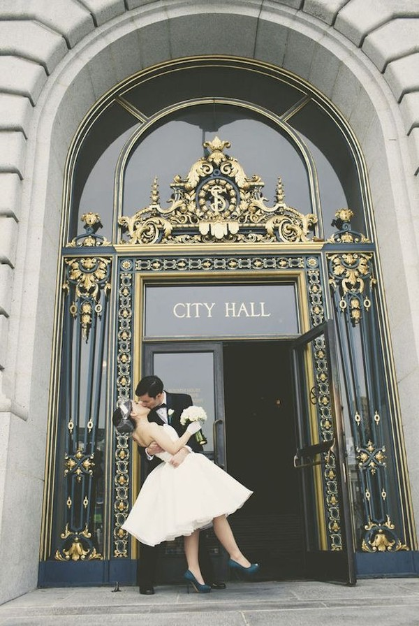 """Bí kíp giúp cô dâu """"tỏa sáng"""" cùng váy cưới ngắn 1"""