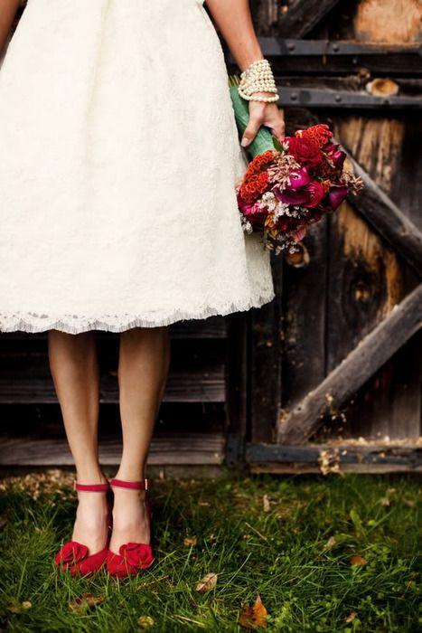 """Bí kíp giúp cô dâu """"tỏa sáng"""" cùng váy cưới ngắn 11"""