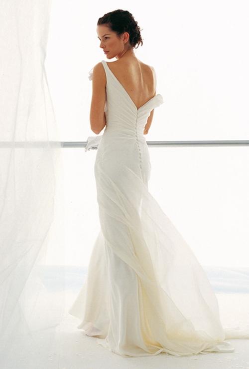 Váy cưới đơn giản vẫn đẹp lộng lẫy - 12