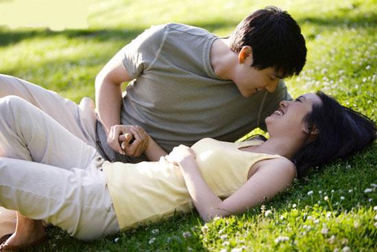 8 lý do phụ nữ nên yêu người đàn ông hơn tuổi 2