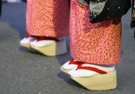 Điểm mặt những đôi giày kỳ quái trong lịch sử