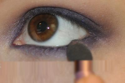 Thực hiện tương tự với mi mắt dưới