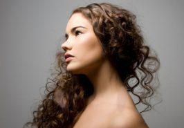 Làm sao để chăm sóc tóc xoăn?