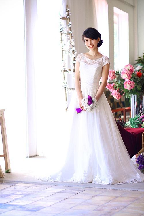 4 mẫu váy 'cứu tinh' cho cô dâu ngực lép - 9