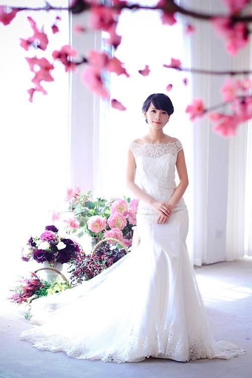 4 mẫu váy 'cứu tinh' cho cô dâu ngực lép - 2