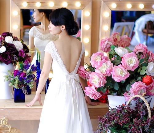 4 mẫu váy 'cứu tinh' cho cô dâu ngực lép - 11