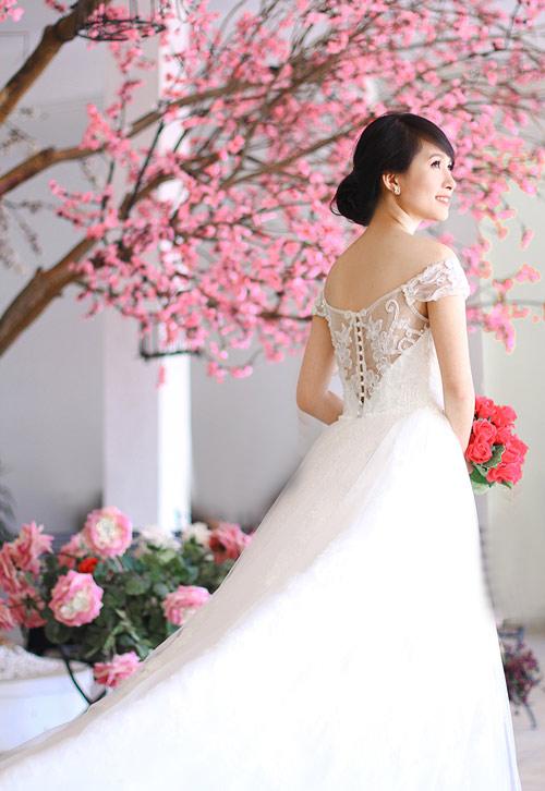 4 mẫu váy 'cứu tinh' cho cô dâu ngực lép - 14