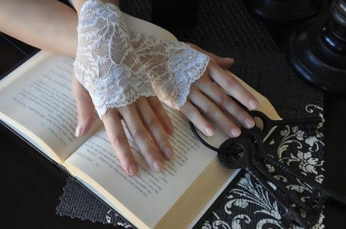 Găng tay ren tinh tế, thanh lịch cho cô dâu - 14