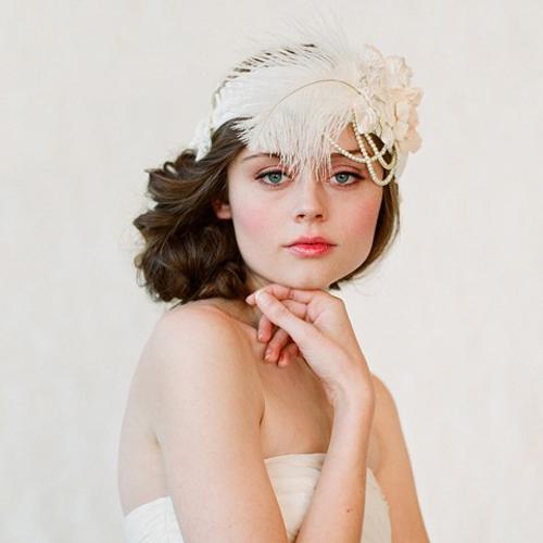 Làm cô dâu đẹp như Anne Hathaway với băng đô to bản