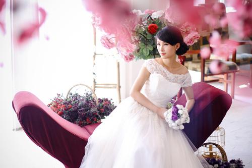4 mẫu váy 'cứu tinh' cho cô dâu ngực lép - 10