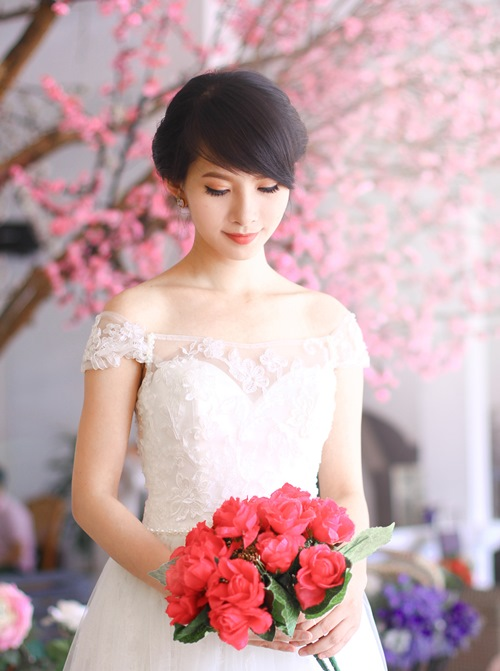 4 mẫu váy 'cứu tinh' cho cô dâu ngực lép - 13