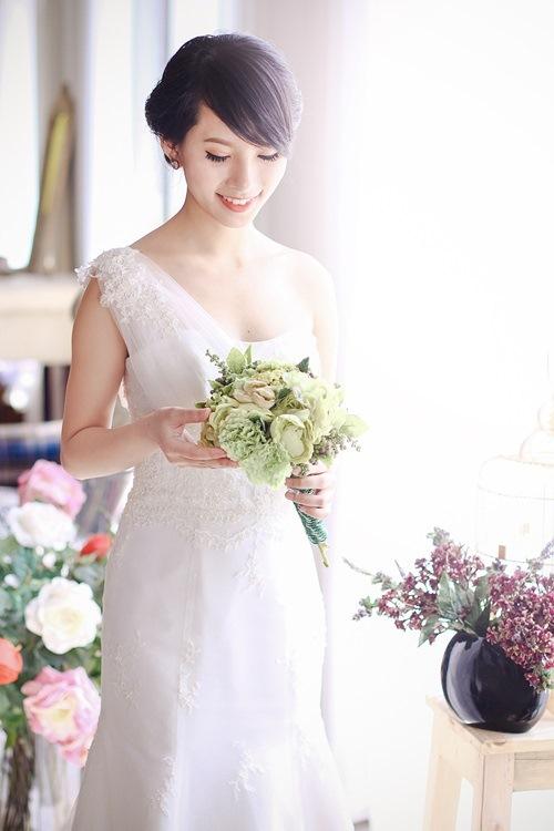 4 mẫu váy 'cứu tinh' cho cô dâu ngực lép - 7