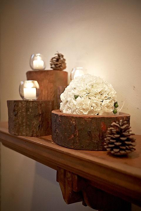 Bạn có thể dùng những khúc cây làm vật trang trí ấn tượng.