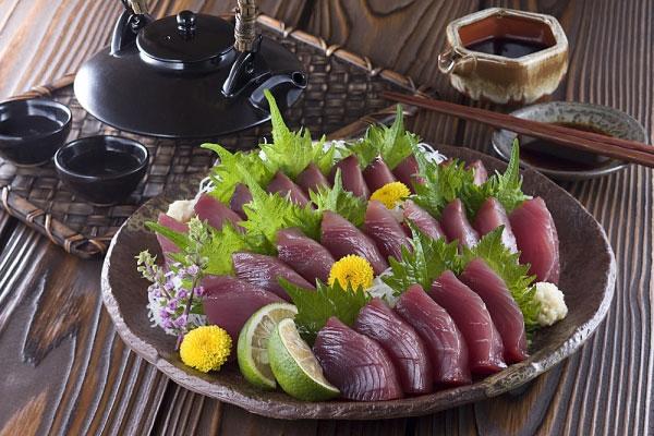 Cá ngừ tươi đôi khi có thể có chứa chất độc scombroid, gây bệnh scombroid