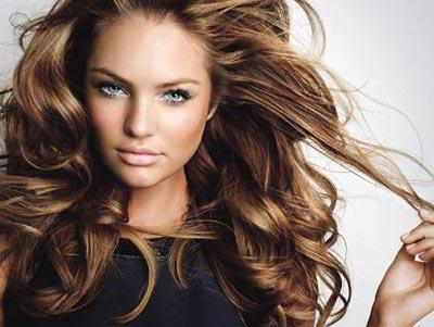 Làm tóc xoăn đẹp tự nhiên bằng lô mút