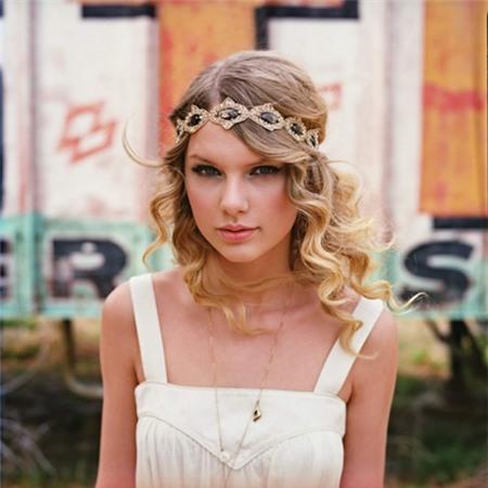 Sử dụng bờm tóc siêu đẹp như Taylor Swift
