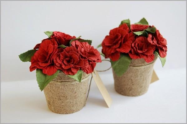 Làm hoa hồng giấy rực rỡ trang trí nhà mình 7