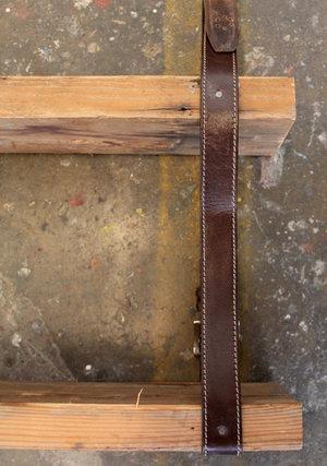 Tái chế thắt lưng cũ thành dây kệ treo đồ - Archi