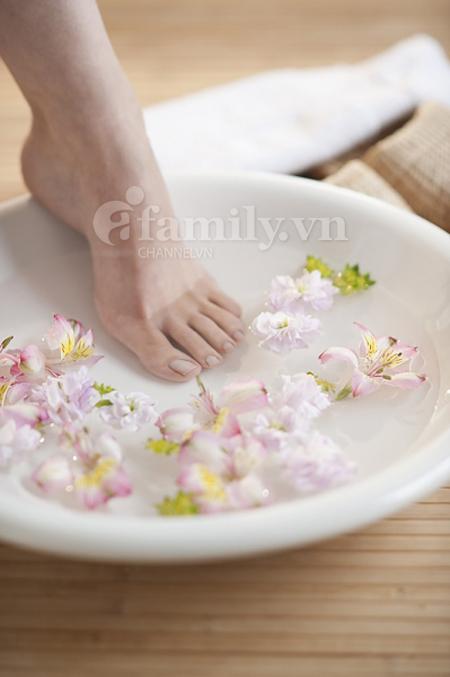 mặt nạ tuyệt vời giúp dưỡng ẩm cho đôi chân, khiến vùng da chân luôn mịn màng, mềm mại.