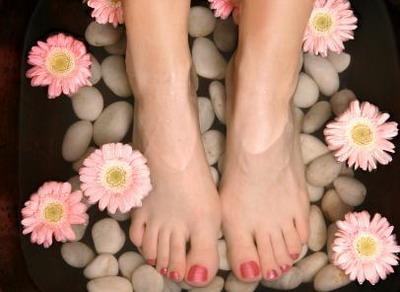 7 bí quyết để cặp chân đẹp toàn diện, Làm đẹp, 7 bí quyết chăm sóc chân toàn diện, Làm đẹp, cham soc chan, cham soc tay chan, lam dep chan, tri mun coc, lam kem duong ban chan