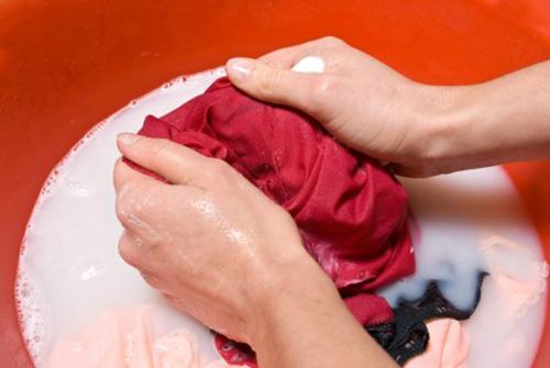 Sai lầm khi giặt quần áo khiến bạn mắc bệnh