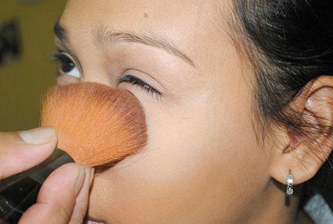 Dùng mascara gây hại khôn lường cho sức khỏe
