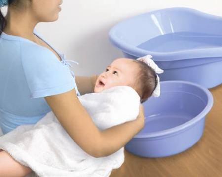 Hướng dẫn lưu ý khi chăm sóc trẻ ngày rét