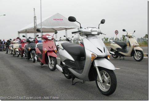 Làm sao để người mới đi xe máy, đi xe an toàn?