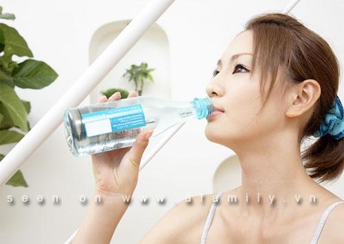 Những tác hại do uống quá nhiều nước
