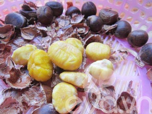 Canh hạt dẻ củ sen nấu sườn - 3