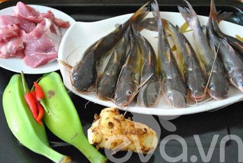 Giản dị cá lăng kho chuối hột - 1