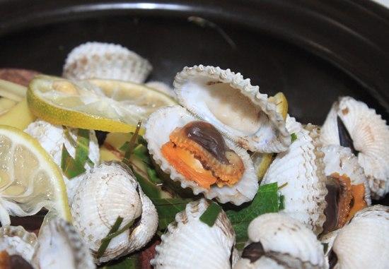 Sò được làm vừa chín tái nên giữ được hương vị ngọt tự nhiên của món ăn.