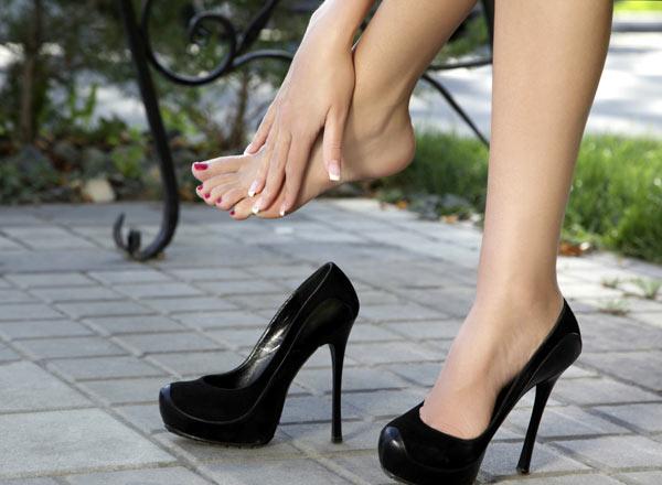 aching-feet-2210-1387445093.jpg