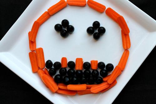 Làm mặt người từ cà rốt, ô liu cho bé yêu - 11