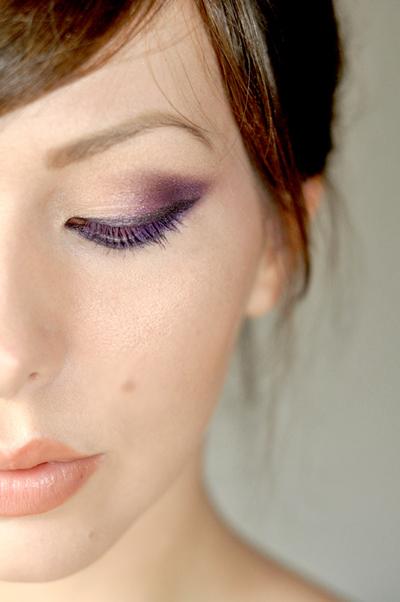 Với đôi mắt trang điểm ấn tượng, bạn nên kết hợp cùng son môi màu nhạt để tạo cho gương mặt sự hài hòa.