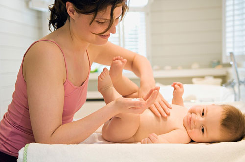 Lưu ý dùng mỹ phẩm cho bé sơ sinh, 0-1 tuổi, Làm mẹ,