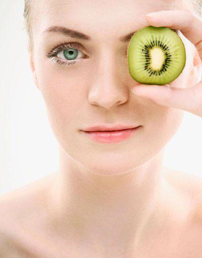Làm sao để ngừa nếp nhăn và bọng mắt?