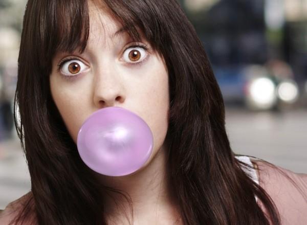 Những ảnh hưởng sức khỏe khi nhai kẹo cao su 2