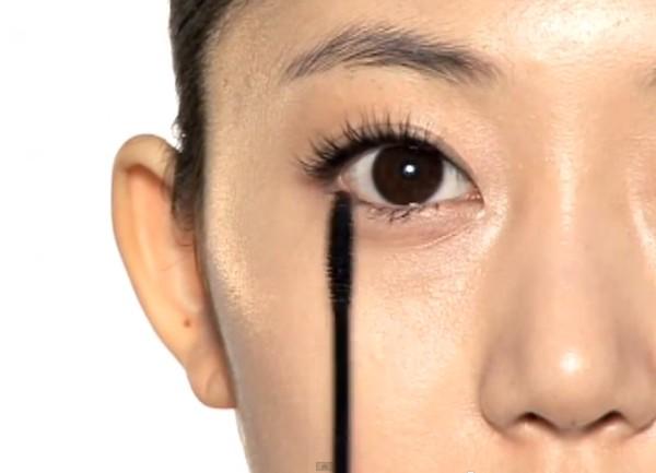 Trang điểm cho khuôn mặt mí mắt lồi đẹp như Kim Tae Hee 11