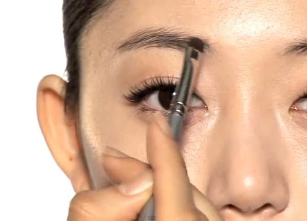 Trang điểm cho khuôn mặt mí mắt lồi đẹp như Kim Tae Hee 12