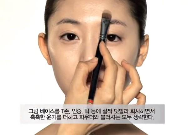 Trang điểm cho khuôn mặt mí mắt lồi đẹp như Kim Tae Hee 7