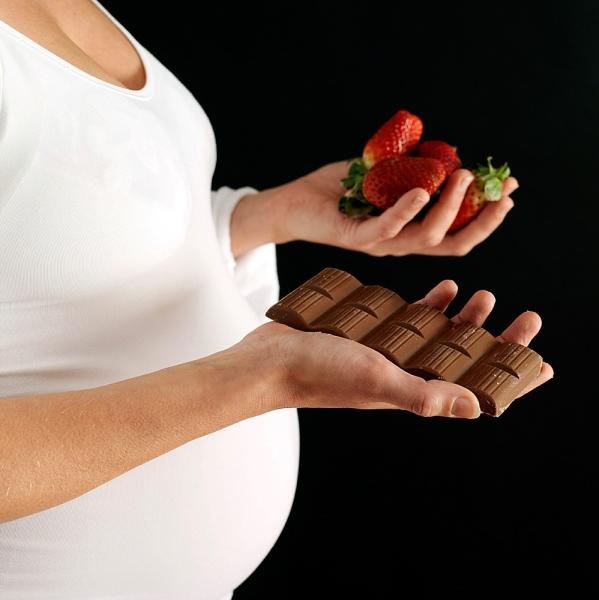 Khám phá chuyện ăn uống của bé ở trong bụng mẹ 1