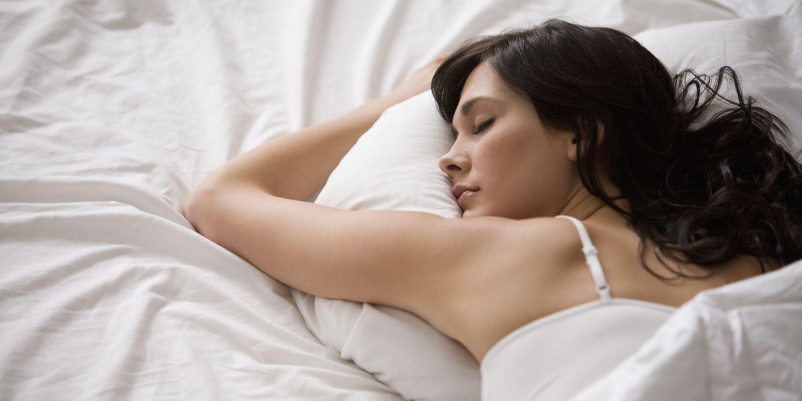 """4 thói quen vào buổi tối khiến làn da bạn """"xuống sắc"""" trầm trọng"""