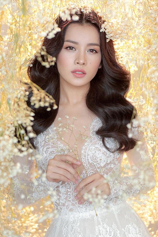 Chi Pu khác lạ, quyến rũ như thiên thần trong trang phục váy cưới