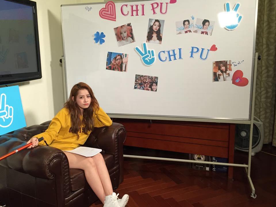 """Ngắm street style """"đẹp miễn chê"""" của Chi Pu"""